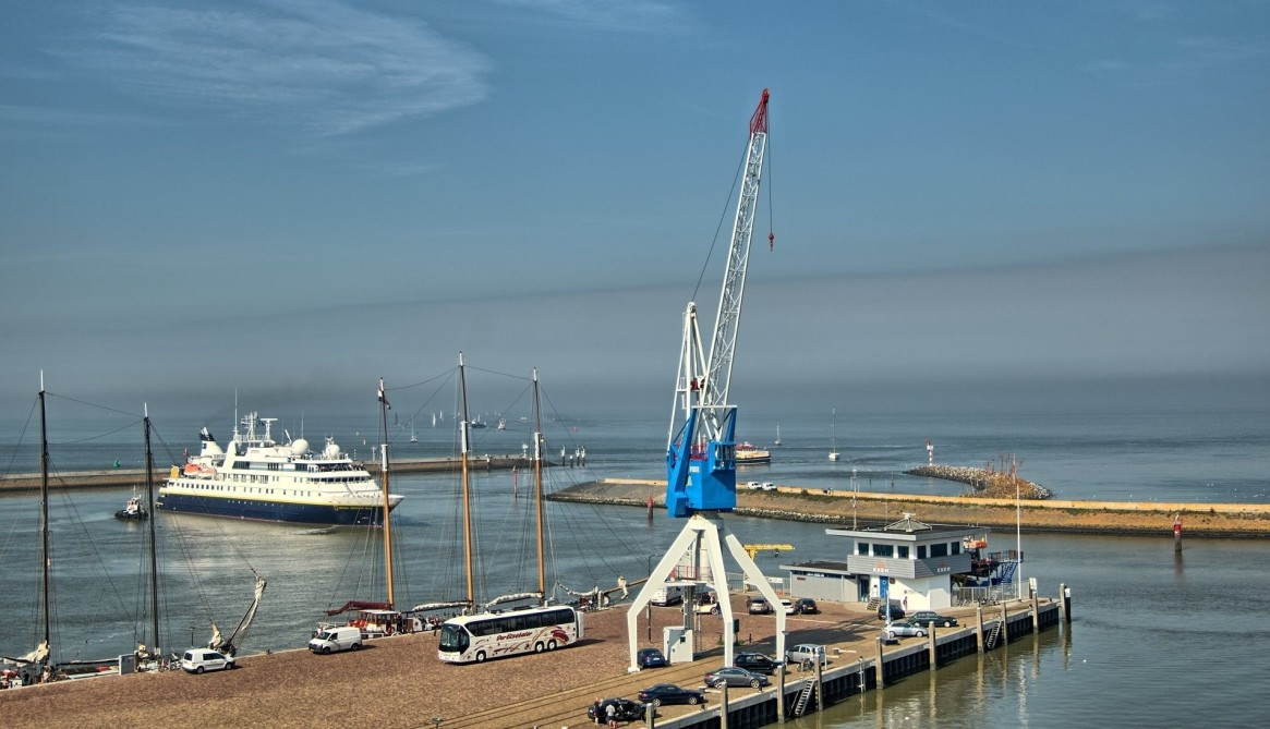 Drome aan zee Lighthouse and Harbor Crane, both available to rent for overnight stays.